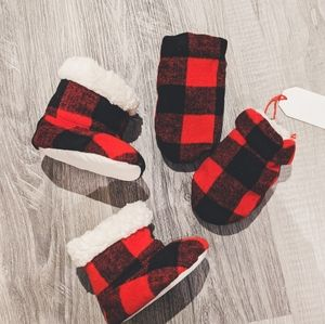 New Baby indigo Sherpa lined Plaid mitten booties